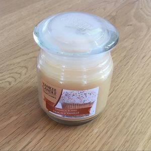 Yankee Candle Vanilla Icing Candle Cottage Core